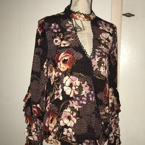 Beautiful floral ODDY blouse
